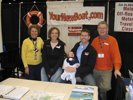 YourNewBoat.com Family Photo at 2009 Houseboat Expo