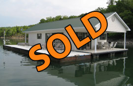 20 x 44 Floating Cottage 940sqft For Sale on Norris Lake at Cedar Grove Marina