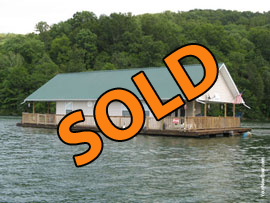 24 x 36 Floating Cottage For Sale on Norris Lake at Straight Creek Marina